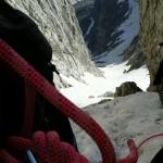 Scatto in giu sulla sosta prima del salto di roccia in cima ai Genovesi